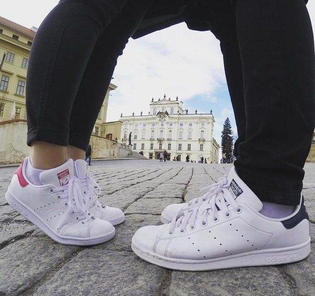 Giày Stan Smith là kiểu giày mang đậm phong cách thể thao, phù hợp với giới trẻ