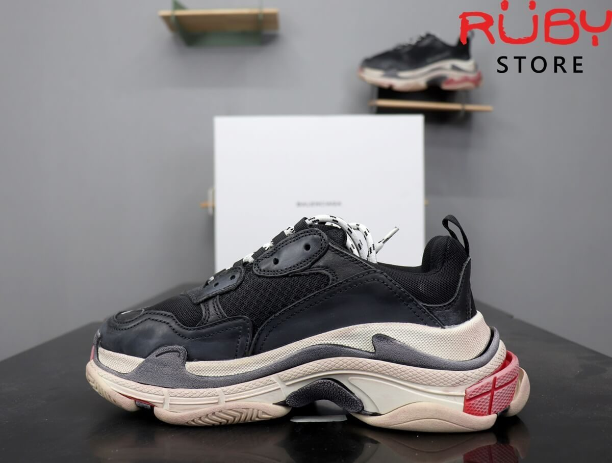 Mặt trái giày Balenciaga Triple S Đỏ Đen