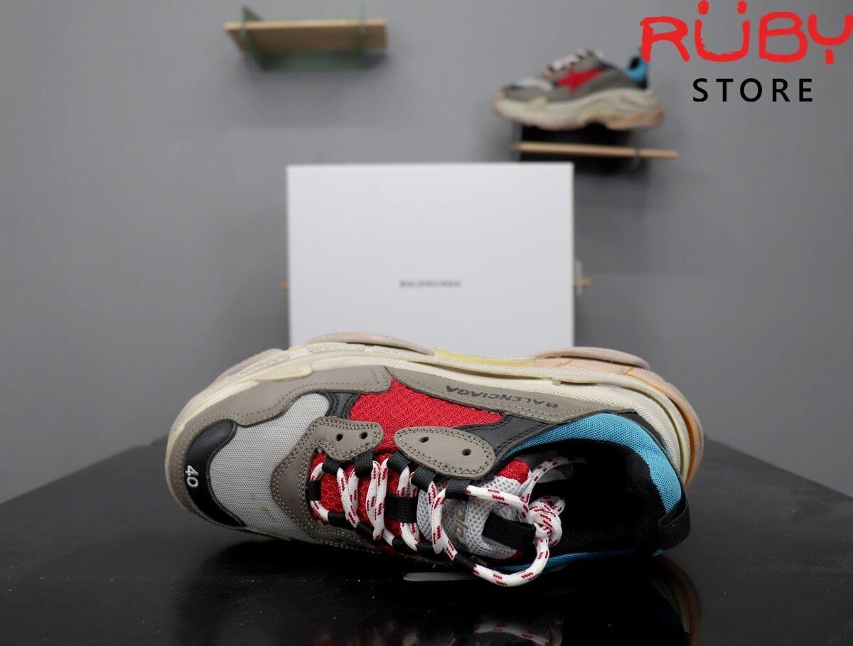 Phần upper Đôi giày Balenciaga Triple S xanh đỏ