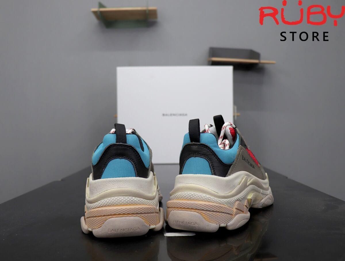 Phần gót Đôi giày Balenciaga Triple S xanh đỏ