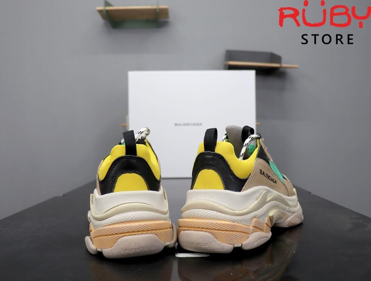 Phần gót đôi giày Balenciaga Triple S xanh vàng