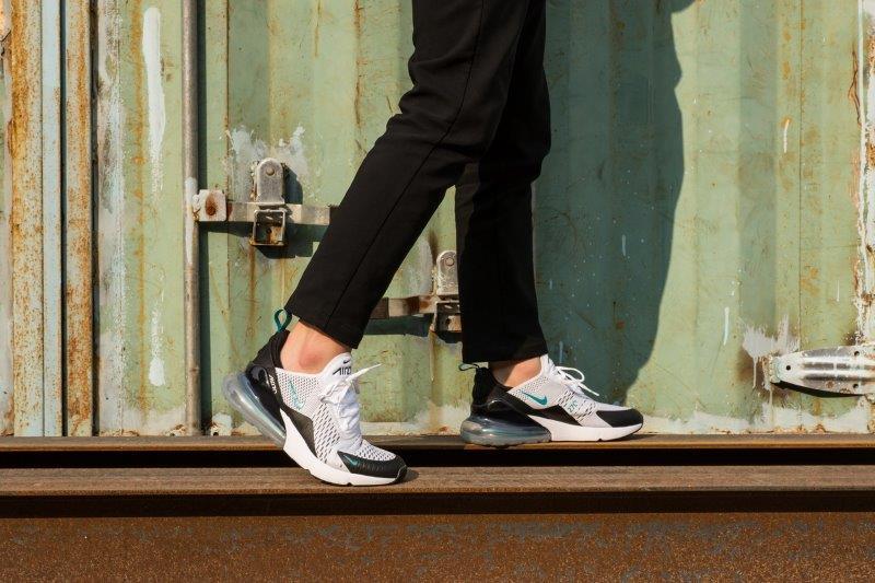Giày Nike Air Max 270 Trắng Xanh On feet