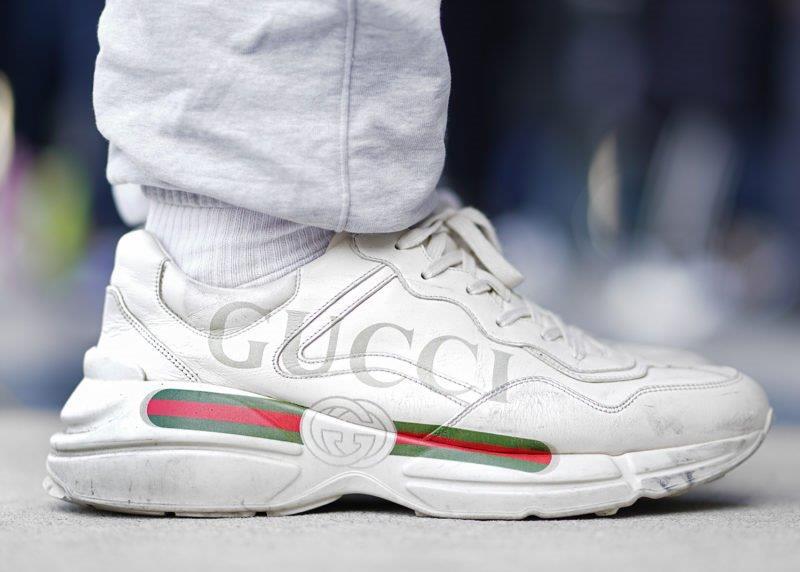 Giày Gucci Rhyton có vết bẩn riêng biệt