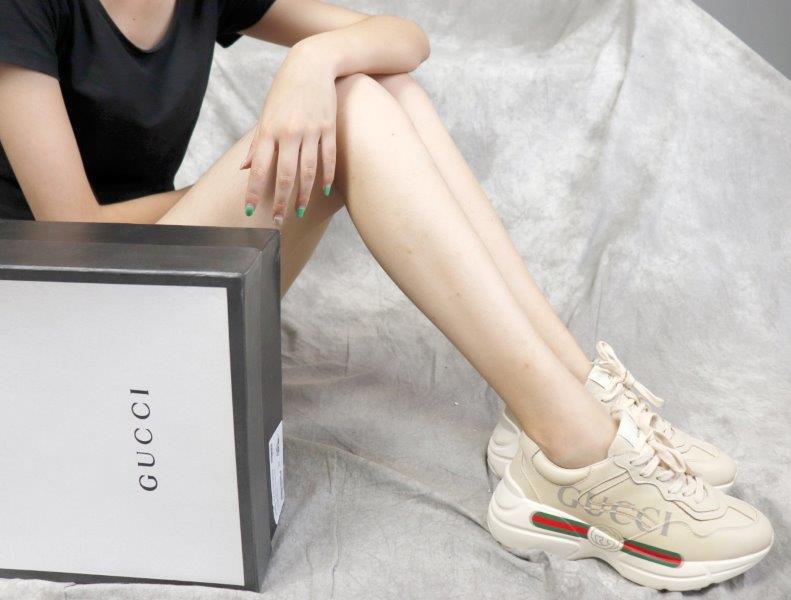 Giày Gucci Rhyton replica có logo tên tuổi