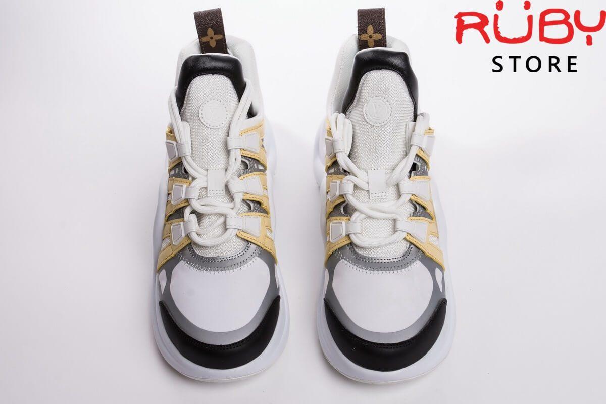 Phần upper đôi giày Louis Vuitton Archlight có 2 dây buộc