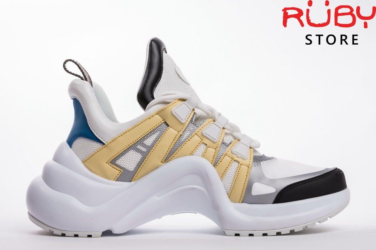 Mặt phải giày Louis Vuitton Archlight nổi bật màu vàng, trắng với gót màu xanh