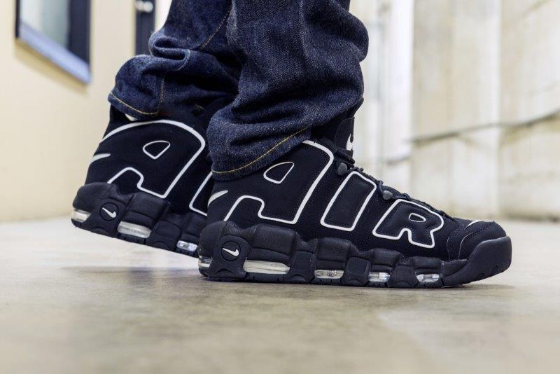 Giày Nike Uptempo màu đen on feet