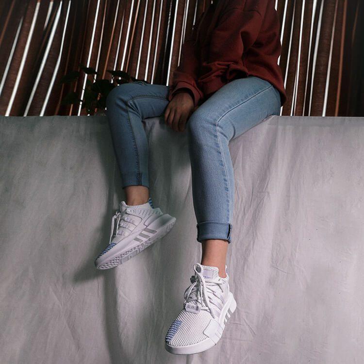 Giày EQT Bask ADV Trắng Xanh kết hợp quần jean