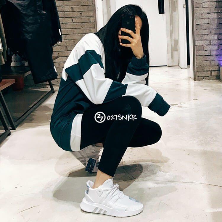 Giày EQT Bask ADV Trắng Xanh on feet cho nữ