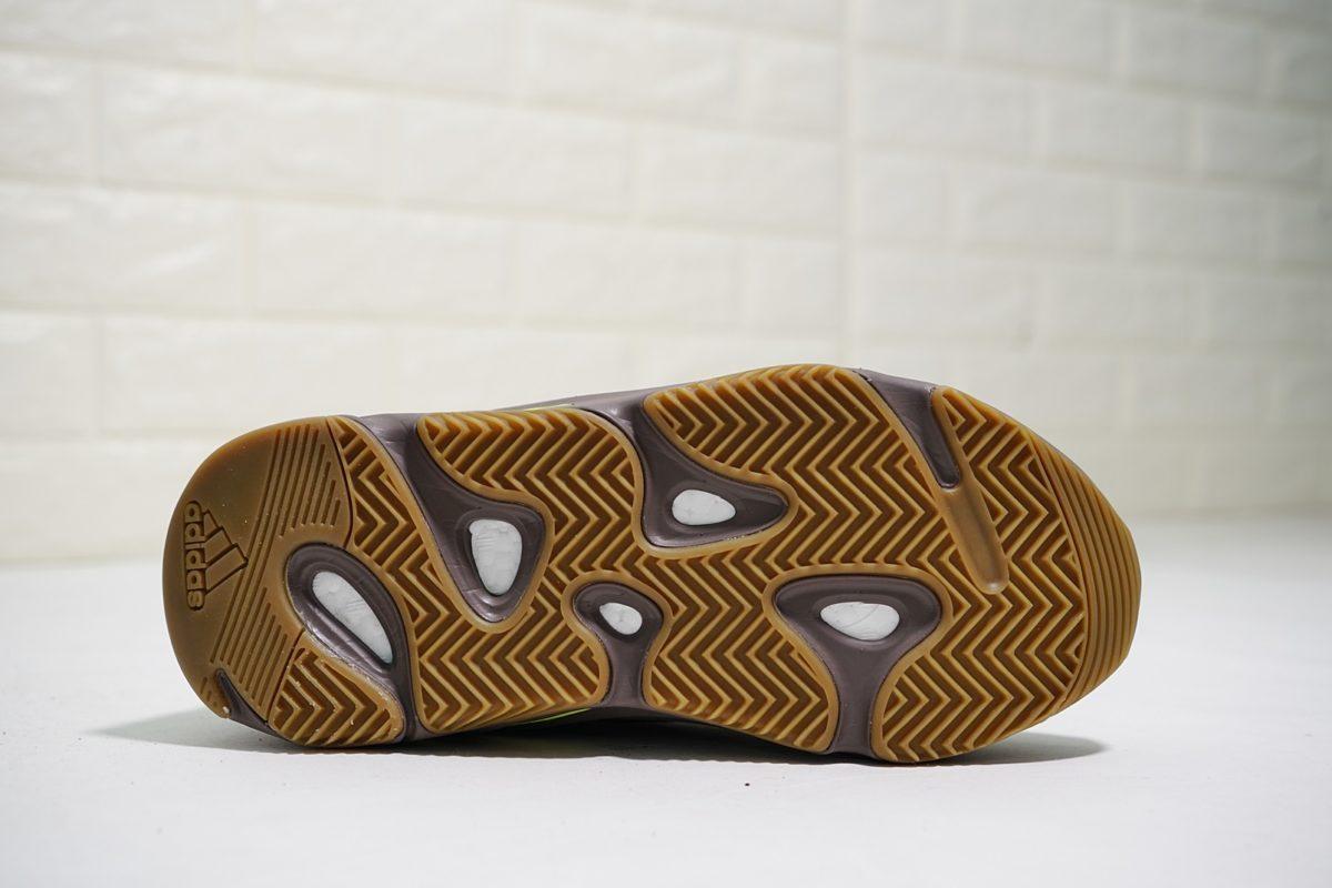 Công nghệ tích hợp trong giày Yeezy 700 Mauve