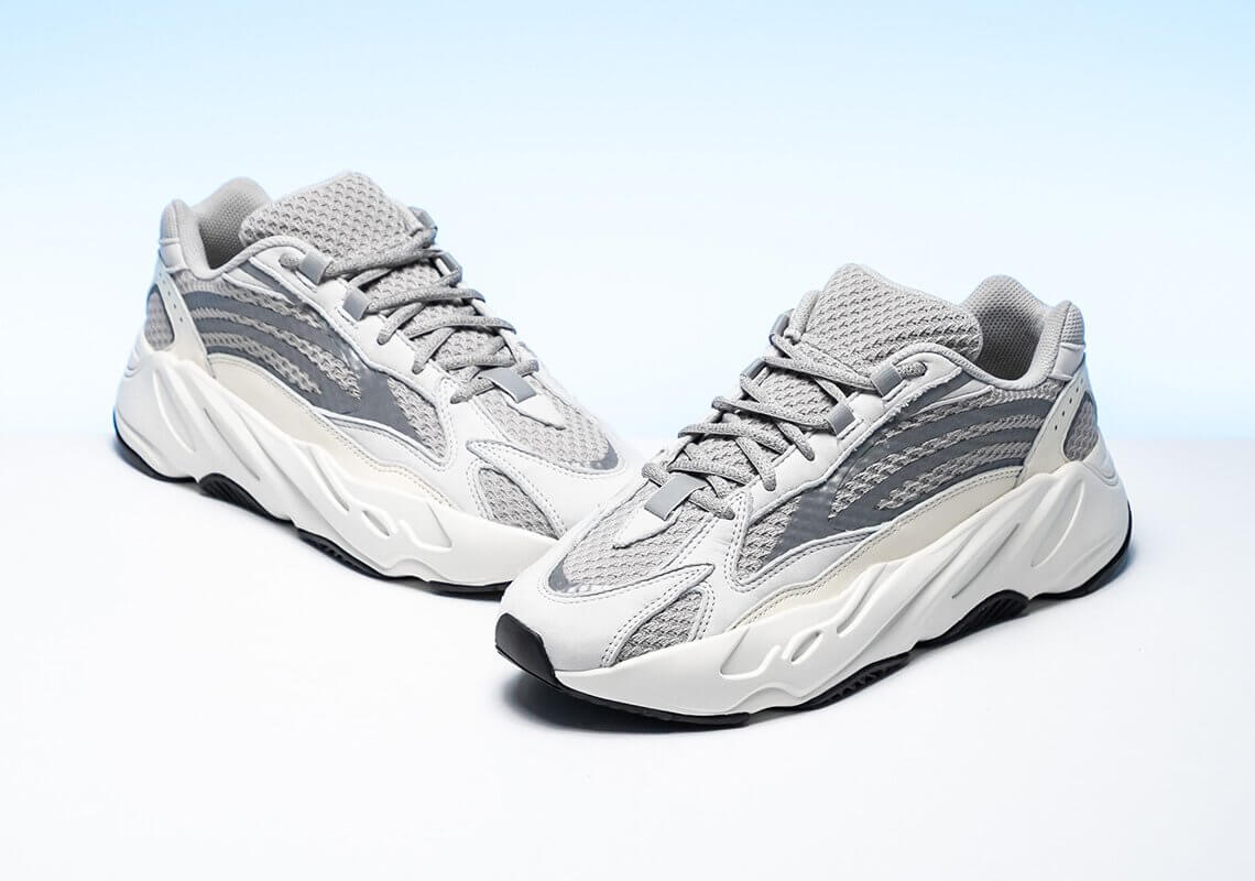 Giày thể thao Yeezy Boost 700