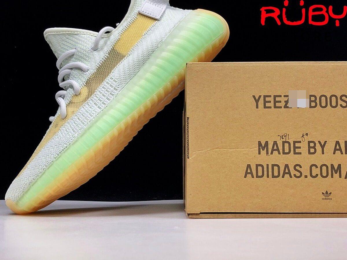 giày yeezy 350 v2 hyperspace pk god