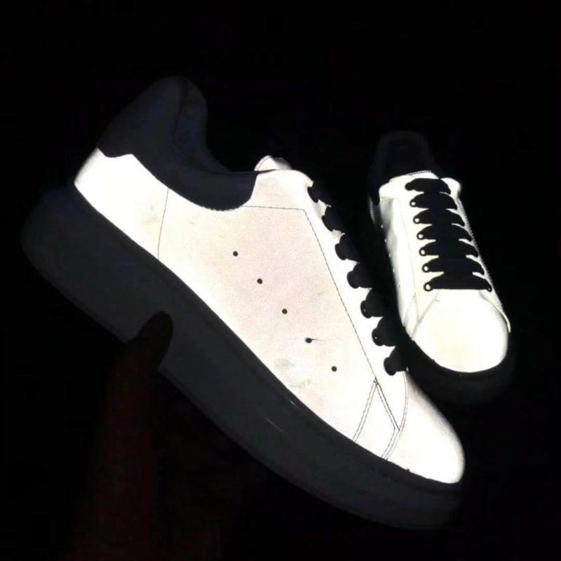 Giày Alexander McQueen phát sáng trong bóng tối