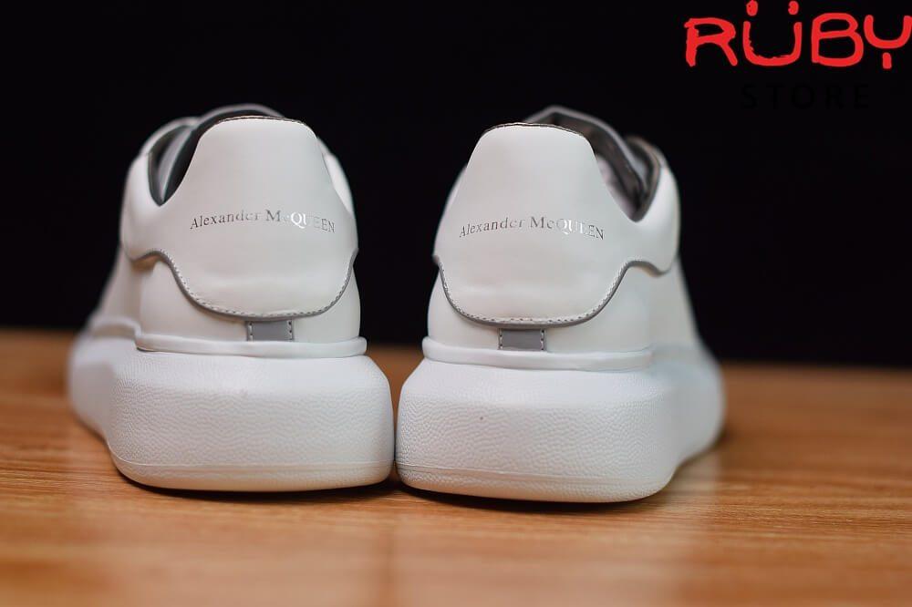 giày-alexandermcqueen-trắng-xám-phản-quang-replica-11-ở-hcm (2)