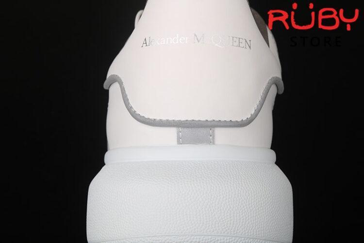 Giày Alexander McQueen phản quang - gót 1 logo