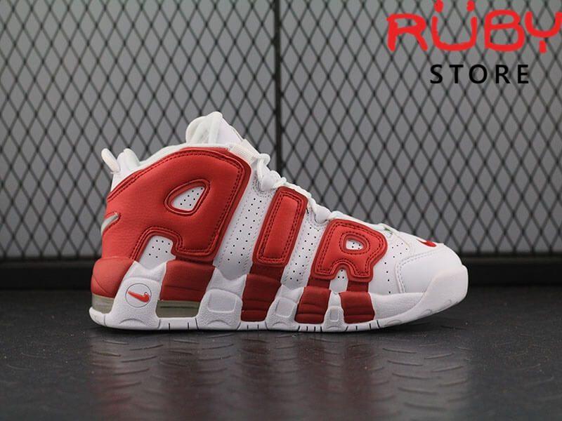 Giày Air More Uptempo trắng đỏ trên sàn nhà mặt bên phải
