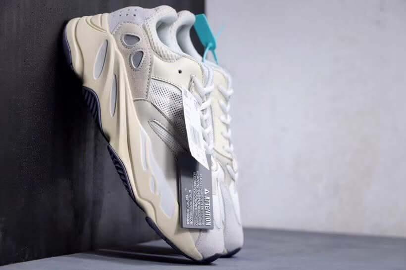 Yeezy Boost 700 Analog - Thủ lĩnh của xu hướng giày chunky sneaker
