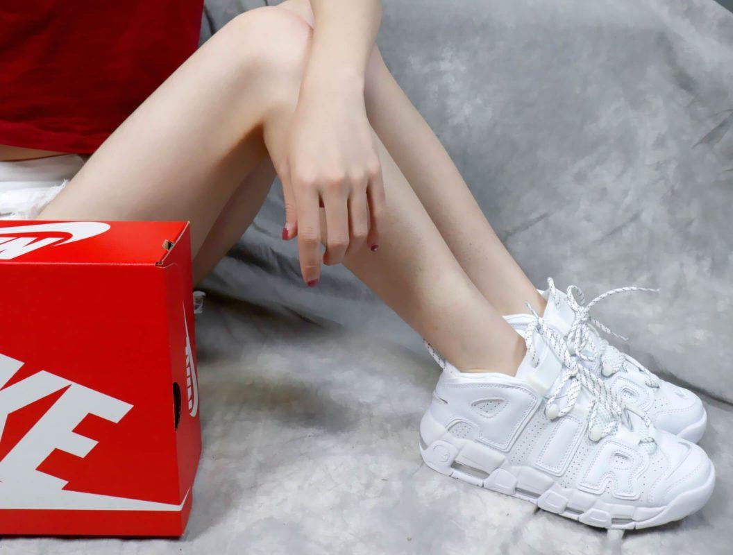 Giày Nike Uptempo cho nữ on feet