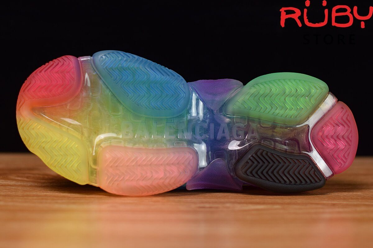 Phần đế 7 màu của đôi giàt Balenciaga triple s clear sole rainbow