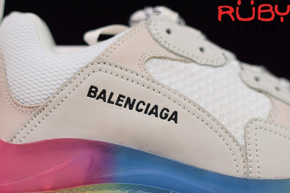 Hình thêu logo Balenciaga trên đôi giày triple s 7 màu