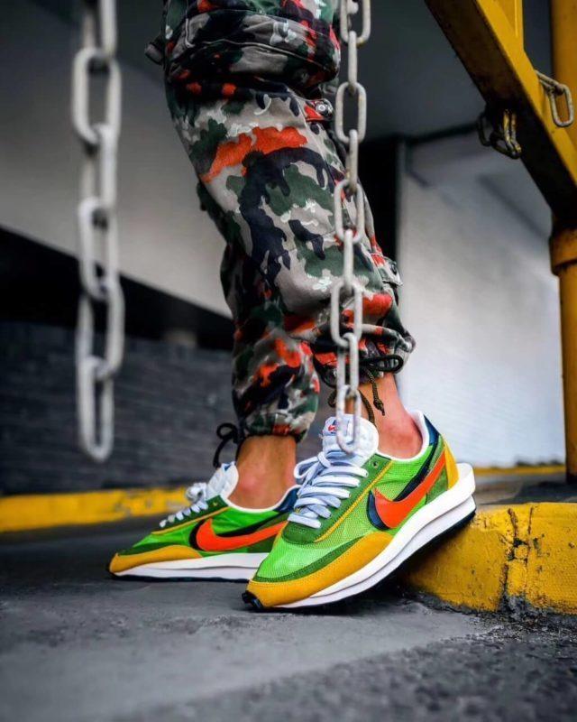 Giày Sacai x Nike LDV Waffle Day Break on feet
