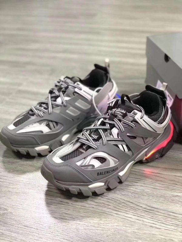 Sự kết hợp hoàn hảo từ Giày Balenciaga Track Led