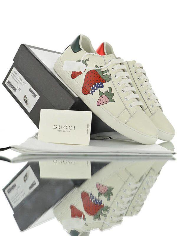 Biến tấu đầy màu sắc của phiên bản Gucci dâu