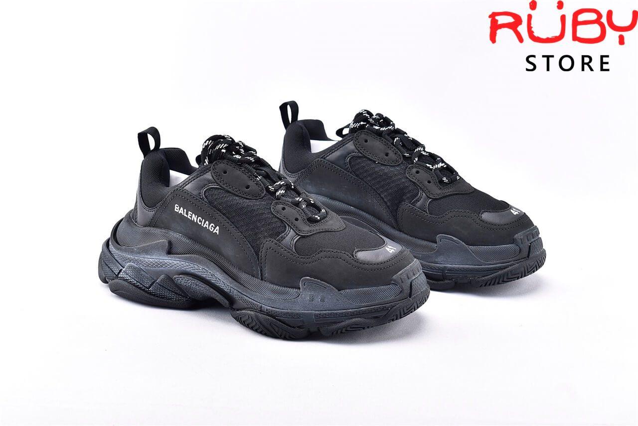 2 chiếc giày Balenciaga Triple s full đen
