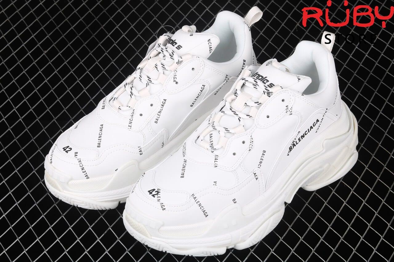 Tổng thể đôi giày Balenciaga triple s white 2020