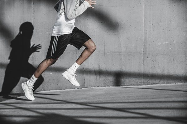 Giày chạy bộ Adidas Alpha Bounce