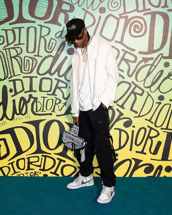 Travis Scott - người khoe Dior x Air Jordan 1 OG đầu tiên trên thế giới