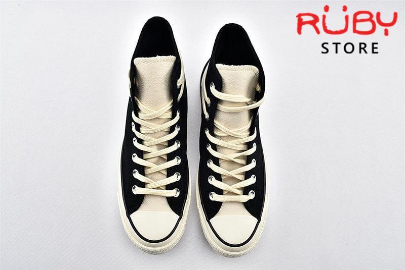 2 đôi giày Converse x Fear of God Essentials màu đen phần upper