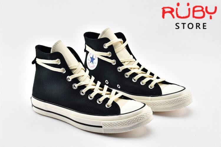 2 đôi giày Converse x Fear of God Essentials màu đen
