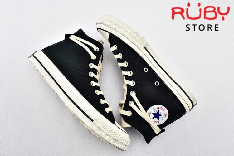 đôi giày Converse x Fear of God Essentials màu đen chụp trên xuống
