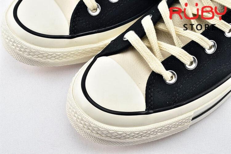 Phần mũi giày Converse x Fear of God Essentials màu đen