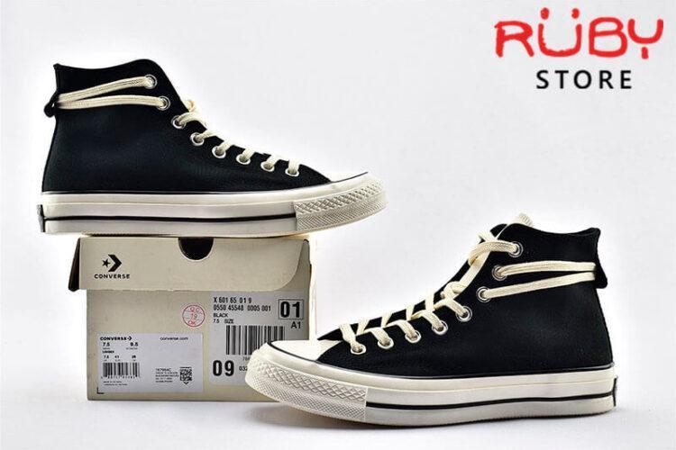 2 đôi giày Converse x Fear of God Essentials màu đen đặt song song