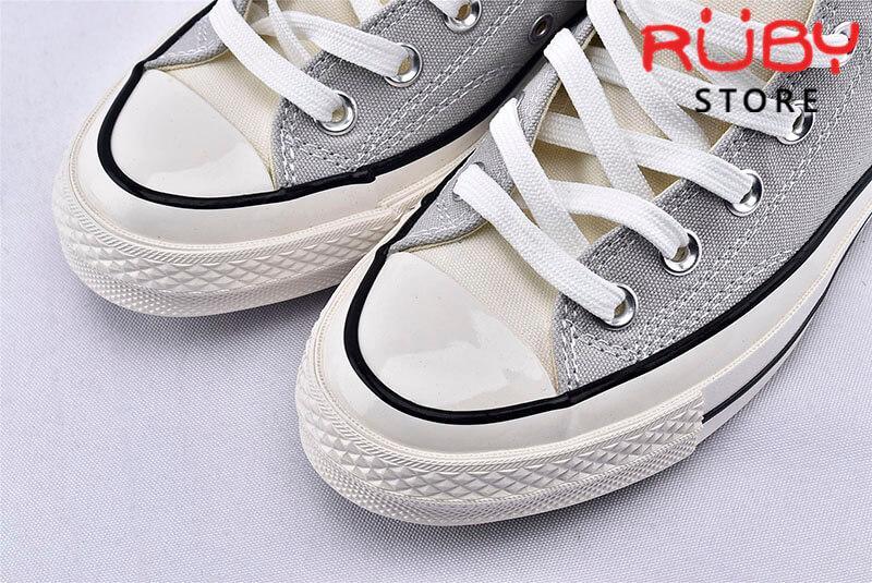 Phần mũi giày Converse x Fear of God Essentials màu xám cổ cao
