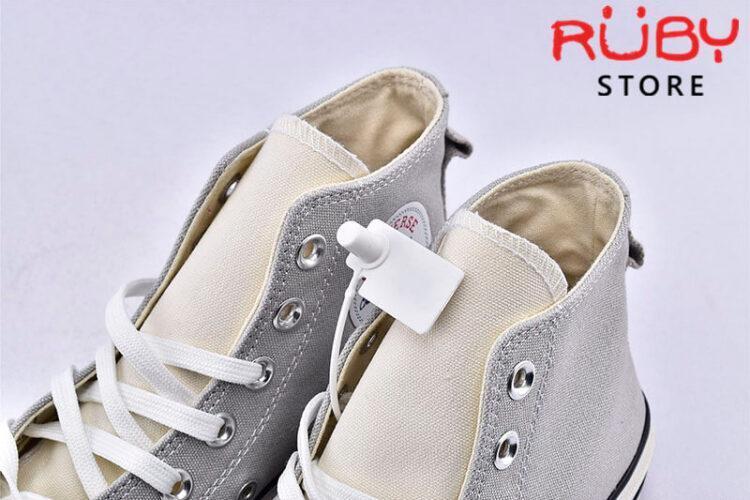 Phần lưỡi gà giày Converse x Fear of God Essentials màu xám cổ cao