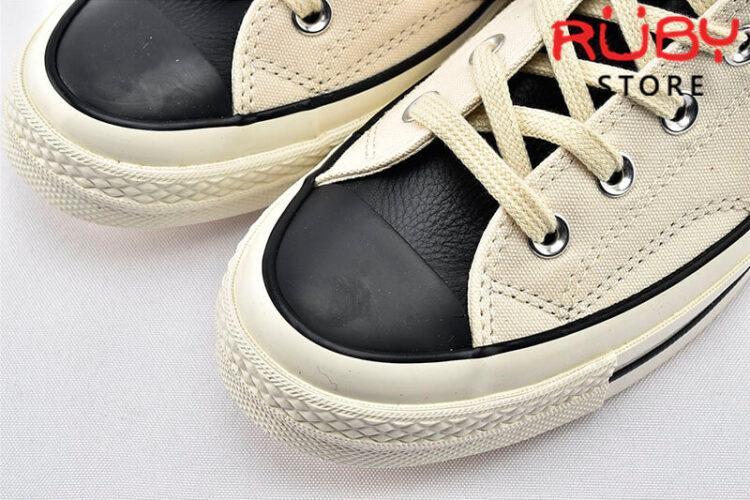 Phần mũi giày Converse x Fear of God Essentials màu trắng