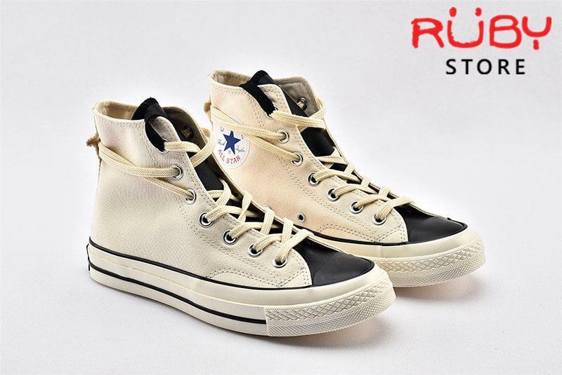 Đôi giày Converse x Fear of God Essentials màu trắng góc chụp nghiêng