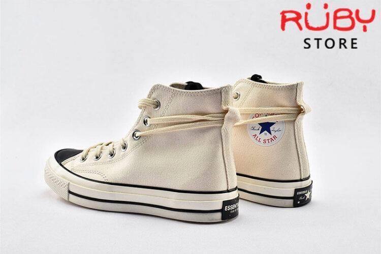 Đôi giày Converse x Fear of God Essentials màu trắng phần gót