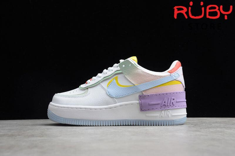 Phần chụp ngang trái Air Force 1 Shadow White Hydrogen