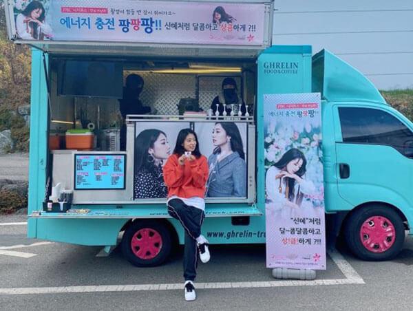 Nữ diễn viên Park Shin-hye nhí nhảnh ở trường quay với đôi AF1 Paranoise part 2
