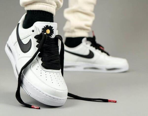 Giày Peaceminusone x Air Force 1 Paranoise 2.0 trên chân