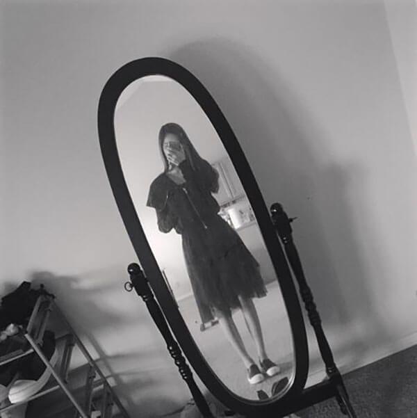 Váy đen ngắn với giày Rick Owen cho nữ